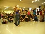 удивительно прекрасный танец красивой попы (бачата)