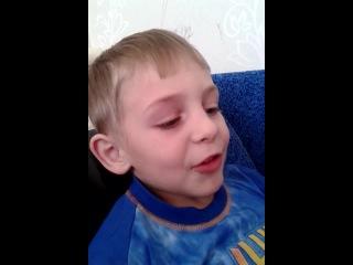 кис кис маленьким мальчиком