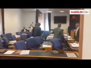 Türkiyə parlamentində yumruq davası - VİDEO
