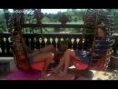 Кристин Буассон ( Christine Boisson) мастурбирует перед Сильвией Кристель ( Sylvia Kristel) в фильме Эммануэль ( Emmanuelle, 1974, Жюст Жэкин)