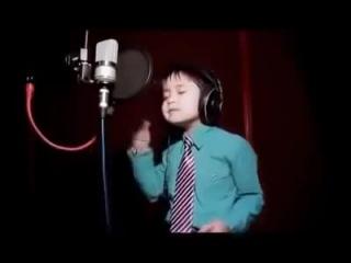 Шок! Маленький мальчик из Узбекистана с красивым голосом поёт песню Уитни Хьюстон.Обалдеть можно!!!