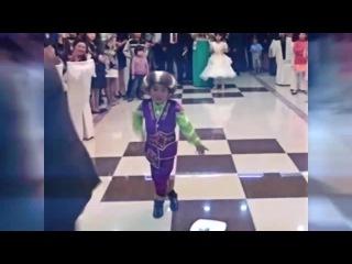 Маленький Мальчик танцует Кара-Жорго под HARDSTYLE