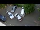 Миссия невыполнима: две девушки на парковке (14.3 мб)