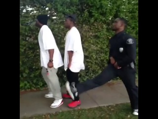 Thugs can never run from the cops bc their pants are always sagged. w klarity as officer bobby johnson destorm power & parodypie / головорезы никогда не убегут от копов до н.э. (klarity)
