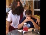 Я не мог сдержать смех , когда снимали вайн , где Маркус был Иисусом ...  Marcus Johns (Vine)