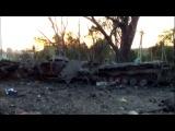 Отличное видео из совсем недавно отбитого у хунты Лутугино. Много горелой техники, трупы уже убраны.