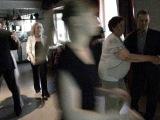 Танцуют мама и папа, рядом внук с женой. Июнь 2014