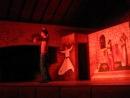 Парень танцует восточный танец :-)
