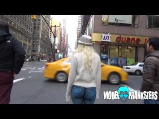 Девушка гуляет в нарисованных джинсах по Нью-Йорку ltdeirf uekztn d yfhbcjdfyys[ l;bycf[ gj ym.-qjhre