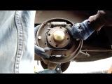 Замена задних тормозных колодок, тормозных барабанов в Fiat Doblo