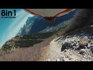 Пролетающий парашютист в костюме-вингсьют даёт стоящему на земле Хай-файв / Wingsuit - High Five - Fly By - Teaser Sammy Rohan