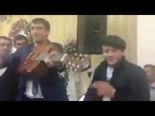 парень после тюрмы,на свадьбе своей бывшей девушки спел песню!! Красавчик