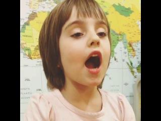 пятилетняя Оля поет по-китайски