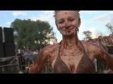 Женская борьба в шоколаде!!! Mud wrestling