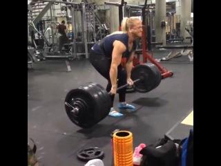 8-кратная чемпионка мира по армрестлингу Sarah Backman тянет 160 кг.