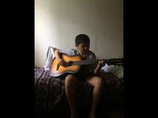 Я  пою песню смешным голосом