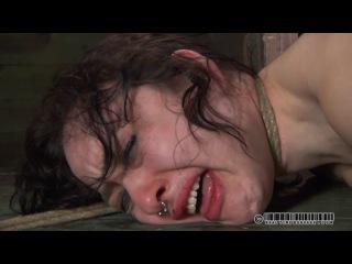 BDSM порно видео ролик с отшлепанной брюнеткой