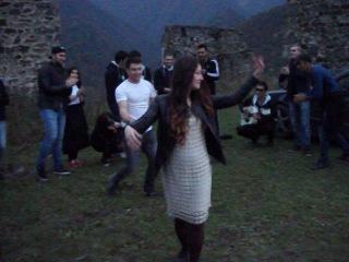Что для русского - водка, то для кавказца - танец и песня