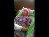 Раненый ребенок с Донбасса передает послание Порошенко