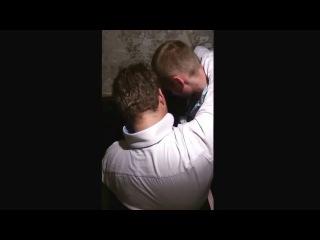 Егор Холявин сосётся с мужиком в туалете (дом 2)