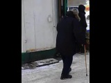 поющий бомж в Омске