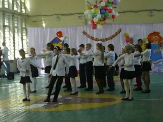 колян танцует лучше всех- линейка 4 б класс 2011год