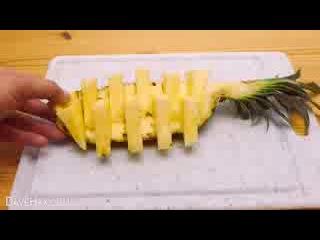 Как круто нарезать ананас за 30 секунд