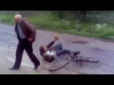 Собака подрезала пьяного мужика:)