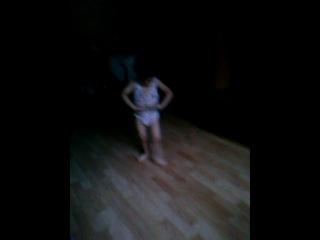 Маленький мальчик танцует кавказкий танец