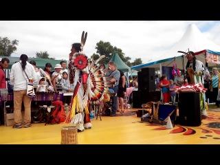 Индейцы исполняют потрясающую музыку...Спасская ярмарка 2014 год в Елабуге.