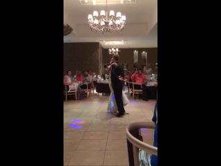 Свадебный танец Оксаны и Влада под романтичную песню Майкла Джексона. You are not alone. Быстрый вальс
