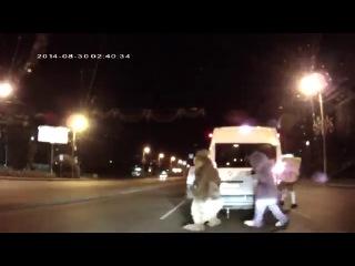 Суровый Челябинский ДИСНЕЙ! Лунтик, Микки Маус, Спанч Боб, Белка избили водителя в Челябинске!!!