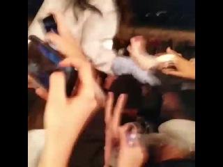 Рианна с фанатами на съёмках нового видео