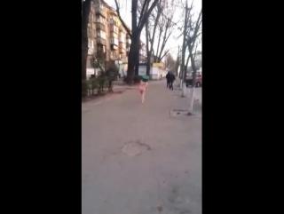 Пьяная голая укропница на улице Киева 19.12.2014.