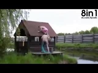 ФЭЙЛ - Два пьяных друга решили прыгнуть в воду с крыши бани / Hilarious Roof Jump Double Fail