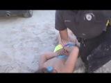Жесткий арест повыпивших девушек с надеванием на них наручников