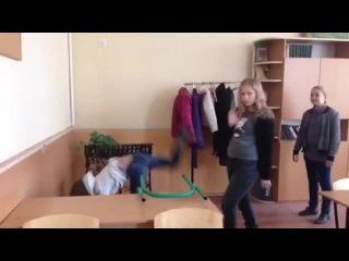 Mushrooms Band: Kristina Agilera – Hurt 2 клип