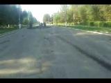 российский оккупант снимает убитых украинских солдат