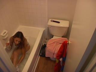 Скрытая камера в ваной порно