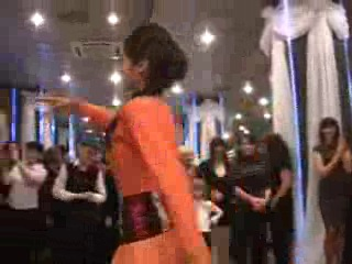 грузинский_танец_гандаган_девушка_от_души_танцует_3gp