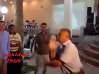 Azeri Toyda reqs prikol gulmeli
