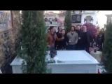 Группа Антонио Мартина исполняет песню в честь открытия мавзолея Пако Де Лусия в Альхесирасе