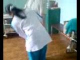 Укол в попу девушке в процедурном кабинете (Россия)
