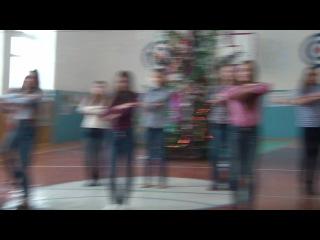 Флешмоб на Новый Год :) Выступление 8-в класса. 26.12.2014