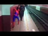 Человек-паук в метро