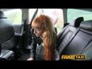 С длинными волосами рыжую девочку таксист трахает на заднем сиденье.