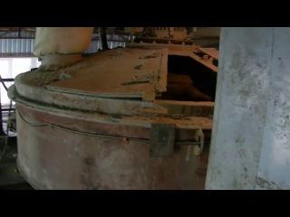 Производство бетона, загрузка автомиксера