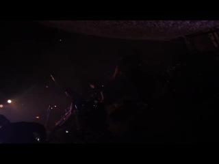 Голая фанатка напала на  DJ )