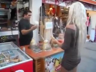 Офигеть, что турок с блондинкой делает!