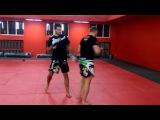 Александр Шлеменко отрабатывает удары на тренировке в Академии единоборств Fight Nights